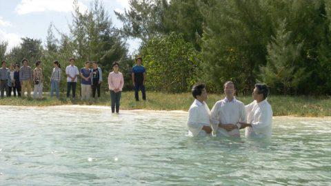 Être baptisé représente la nouvelle naissance