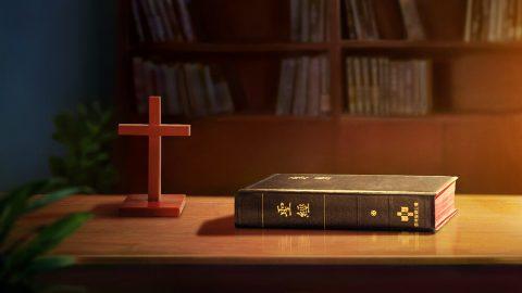 Le monde religieux croit que toute l'Écriture a été inspirée par Dieu et contient toutes Ses paroles ; pourquoi ce point de vue est faux